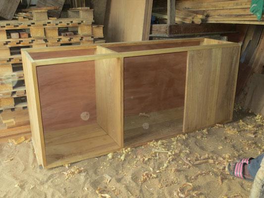 Ein Kasten der Küche im Rohbau.