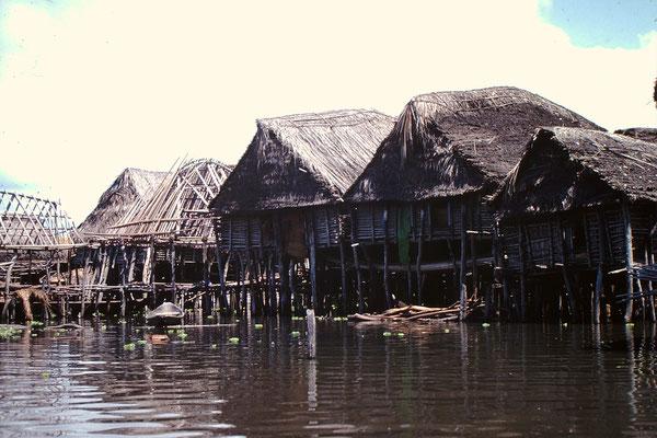 10. Verschiedene Häuser.
