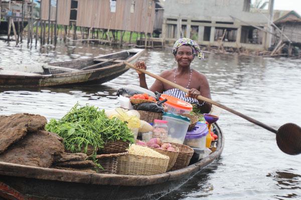 Ältere Marktfrau