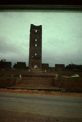 1. Alter Turm von Mansoureh