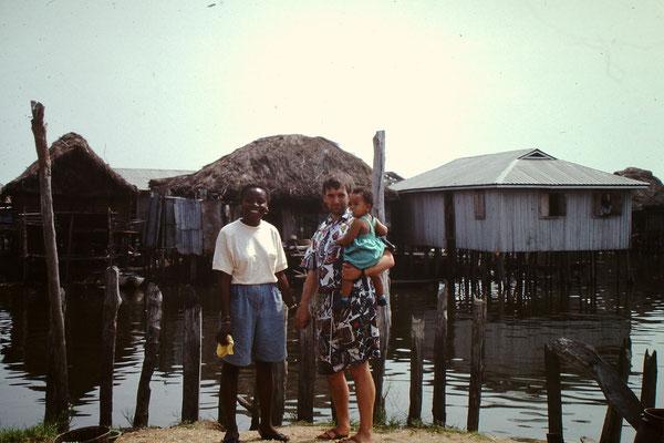 31. Homagno, Walter und Patrick von Wartburg in Ganvie 1991.