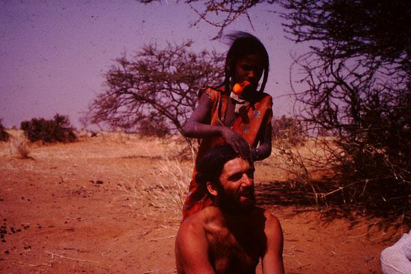 Ein Touareg Mädchen machte mir Zöpfchen.