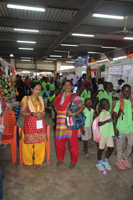 12. Indien war mit Stoff und Kleidern vertreten.