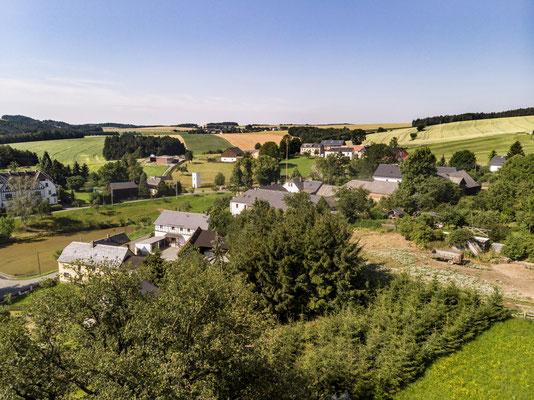 Landschaft aus der Luft, Dorfidylle