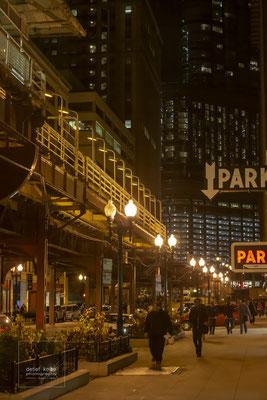 Chicago Hochbahn, Chicago in der Nacht