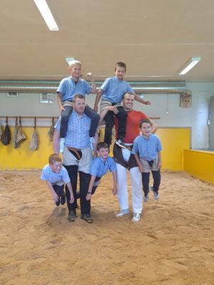 So baut man eine Pyramide mit Schwingerkönig Glarner Matthias und unserem Aktivschwinger von Weissenfluh Kilian