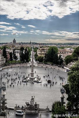 9. В ракурсе со смотровой площадки обелиск сливается с проспектом.