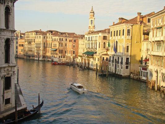 Фотографии времен моей первой поездки в Венецию. Вид с моста Риальто.