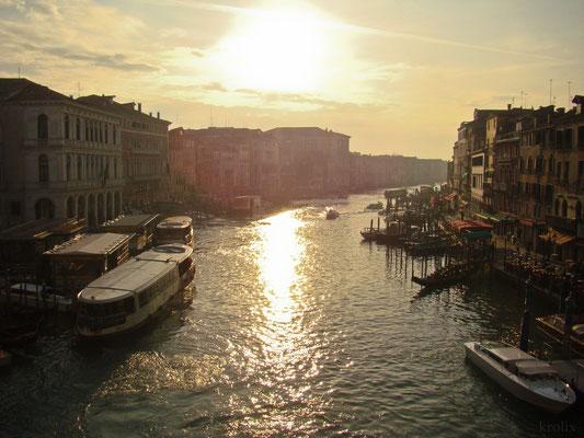Фотографии времен моей первой поездки в Венецию. Вид с Риальто.