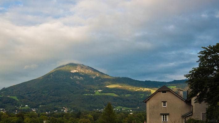 Панорама Альп №2. Полосатая от облаков засветка холмов.