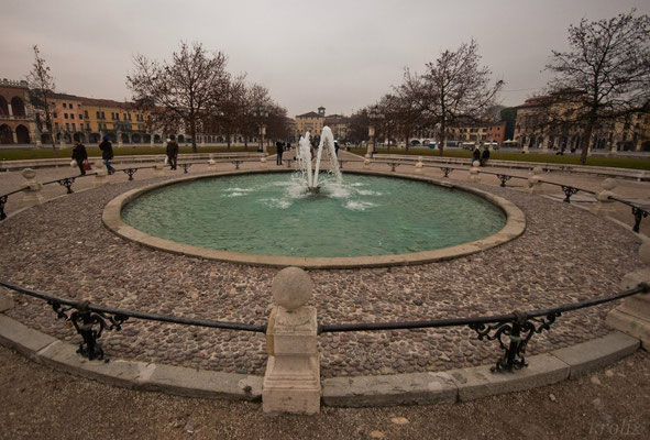 Центральный фонтан на Прато