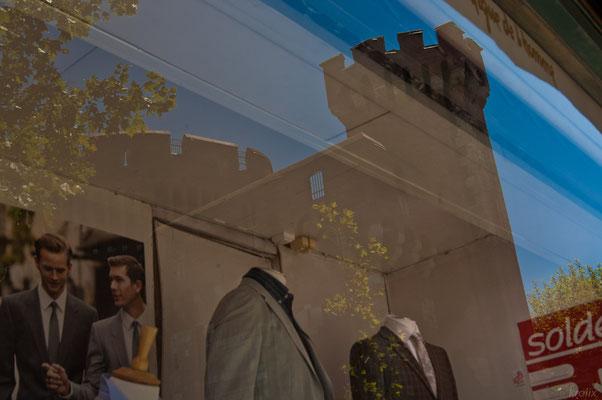 В Перпиньяне много бутиков прямо под стенами Castillet'а