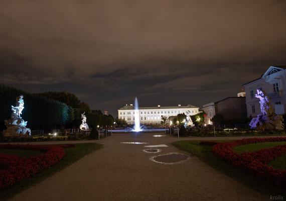 Мирабель и его фонтан ночью. Штатив, выдержка ~4 сек.