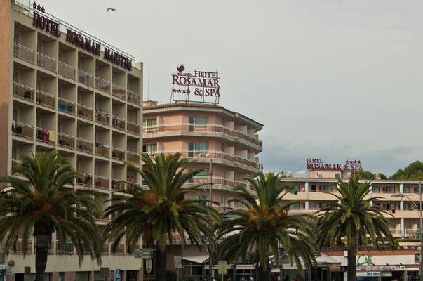 Куда же без пальм. Один неуловимо знакомый отель.