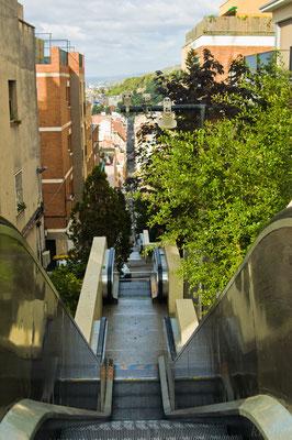 Эскалатор у парка Гуэль