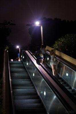 Эскалатор, ведущий ко MNAC'у