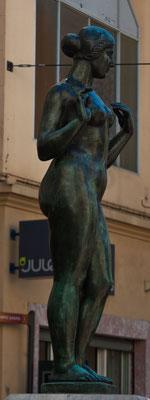 """Эта девушка известна как """"скульптура Майоля"""". Обычная дама с формами."""