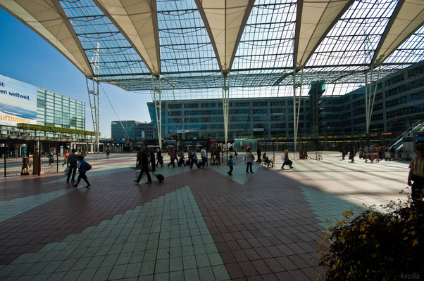 Театр начинается с вешалки, а город для туриста с аэропорта или вокзала. Аэропорт Фр.-Й. Штрауса (странное сокращение имени вышло)