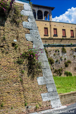 1. Крепостная стена