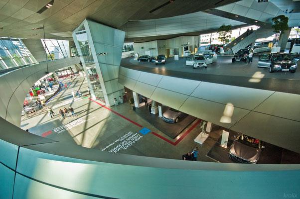 Вид со 2-го уровня BMW World