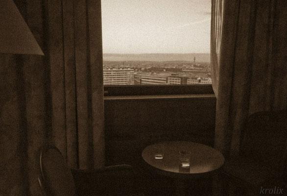 Утренний вид на город из окна номера
