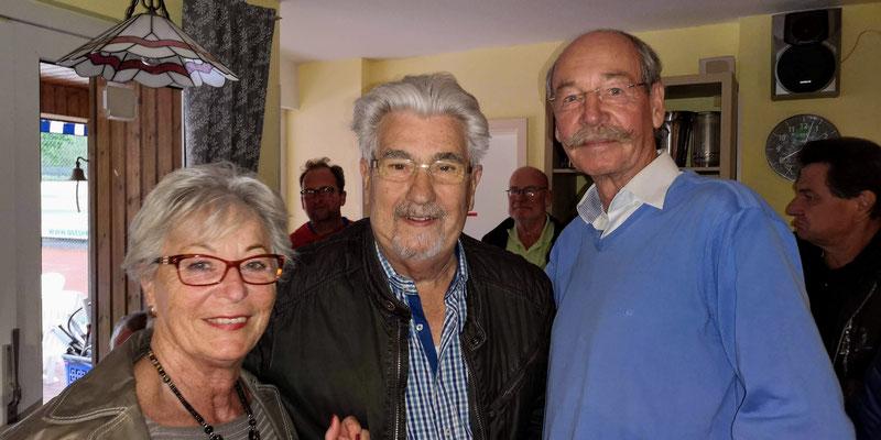 Margrit und Jürgen Peters li Verleihung der Ehrennadel in Gold
