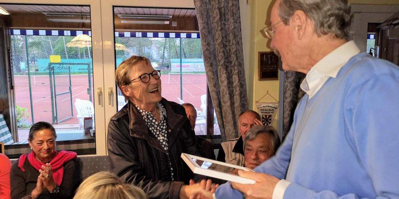 Anne Heinke li Besondere Ehrung für mehr als 40jährige Mitgliedschaft