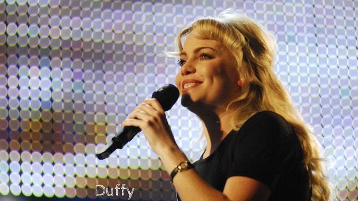 Duffy - Aimee Ann Duffy, bekannt unter ihrem Nachnamen Duffy, ist eine walisische Soul-/Pop-Sängerin und Songwriterin.