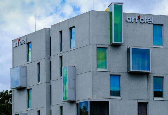 art'otel cologne 2010, Architekturprofessorin Johanne Nalbach und die koreanischen Künstlerin SEO