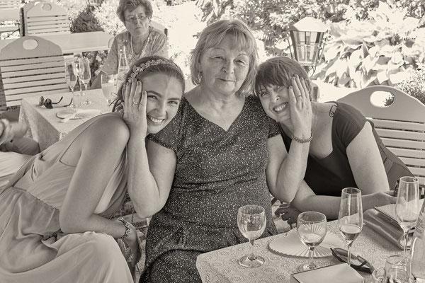 Mutter mit ihren Töchtern