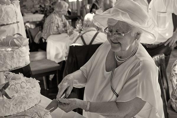 Hochzeitstorte, Anschnitt