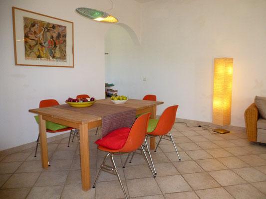 Esstisch mit eigentlich 6 Stühlen :-)