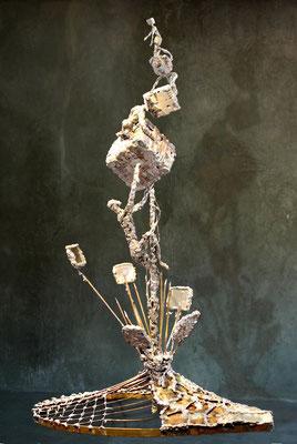 ZENIT (Höhe 40 cm)  Messing, Kupfer, Zink, Glas, Kleinformatige, teilweise mit der Lupe erstellte Arbeiten.
