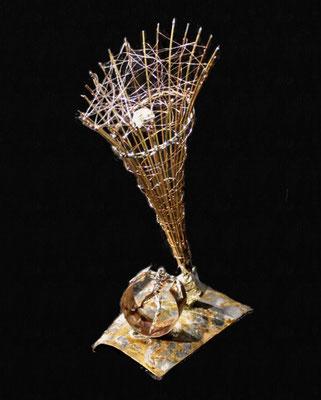 Raum Zeit Kontinuum (Höhe 25 cm ) Messing, Kupfer, Zink. Kleinformatige, teilweise mit der Lupe erstellte Arbeiten.