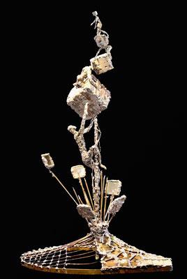 Zenit (Höhe 40 cm ) Messing, Kupfer, Zink. Kleinformatige, teilweise mit der Lupe erstellte Arbeiten.