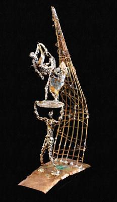 Krieg und Frieden (Höhe 25 cm ) Messing, Kupfer, Zink. Kleinformatige, teilweise mit der Lupe erstellte Arbeiten.