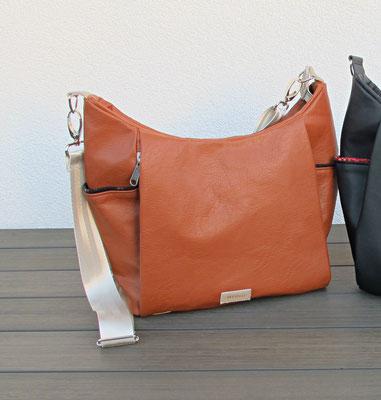 DANY Handtasche aus Kunstleder / cognac, 5 Aussentaschen davon 3 mit Reissverschluss