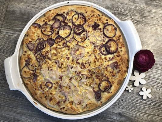 Flammkuchen von der runden großen Pizzaplatte von Pampered Chef