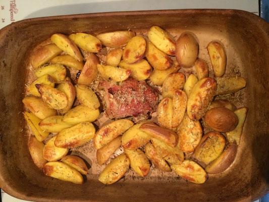Kartoffelspalten mit Schweinefilet