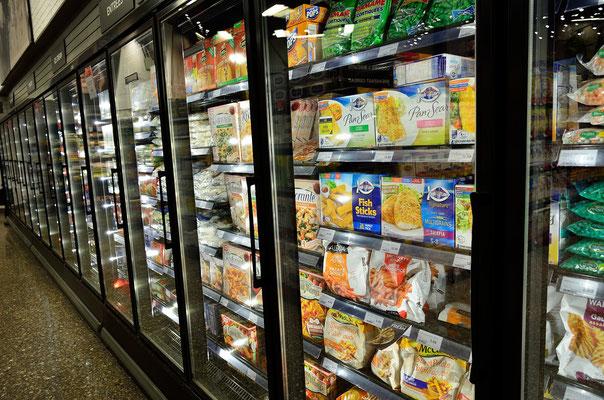 Kühlregale mit Inhalt