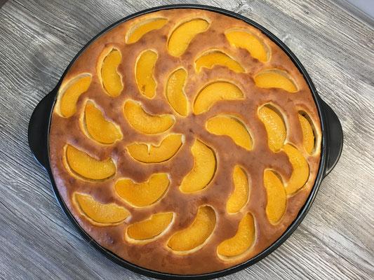 Quark-Rührkuchen mit Pfirsich vom Grillstein