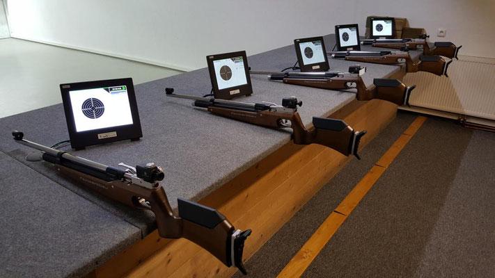 Die elektronischen Schießstände mit den neuen Gewehren