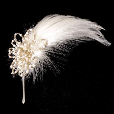 Blume aus Draht& Glasperlen / Federn - auf Haarreif