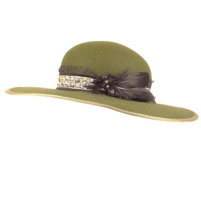breitkrempiger Filzhut eingefasst - Haarfilz - besticktes Seidenband / Federn/ Leder - 315.-