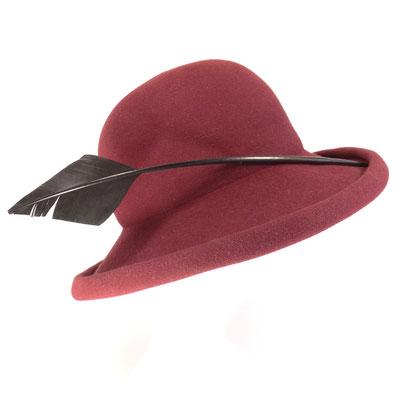 Cloche breitkrempig - handgeformt - Feder - Haarfilz - 245.-
