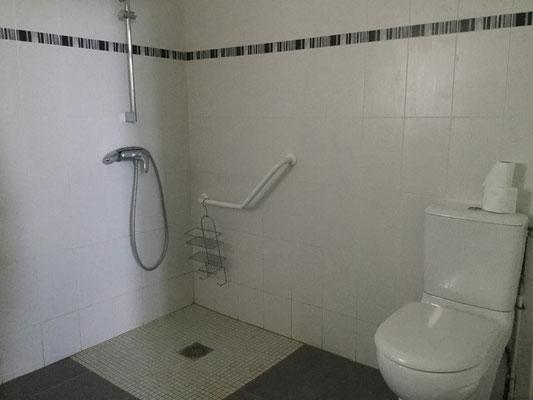 la douche  Gite des Prés Salés accessible aux PMR Ferme Relais de la Baie de Somme gîtes de groupe baie de somme