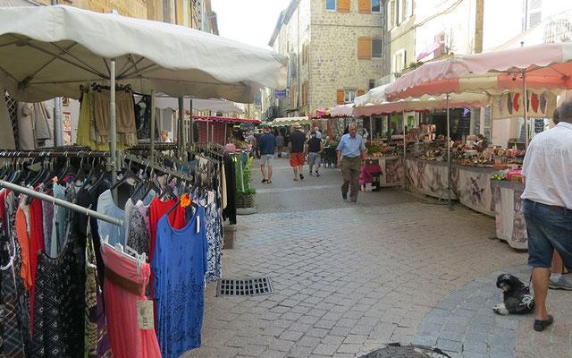 Marché de Vals-les-Bains le dimanche matin