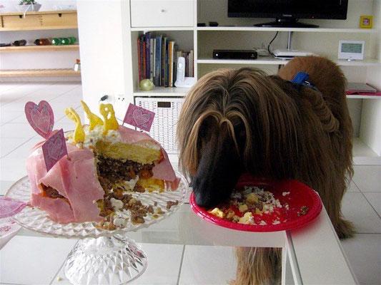 Victoria genannt Vani hat eine wunderschöne und leckere Torte bekommen