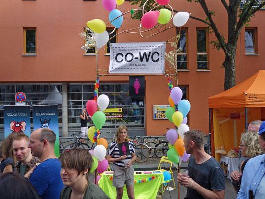 Coole Performance auf dem Lesbisch-schwules Stadtfest Berlin mit CO-WC