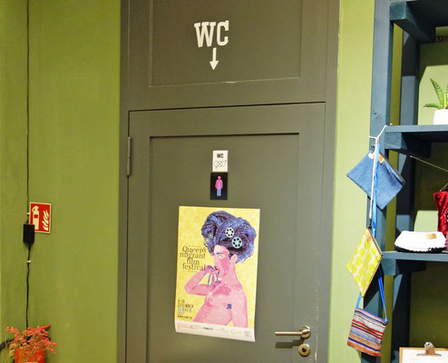 """Come Out of Water Closet"" in Café ""Refugio"""